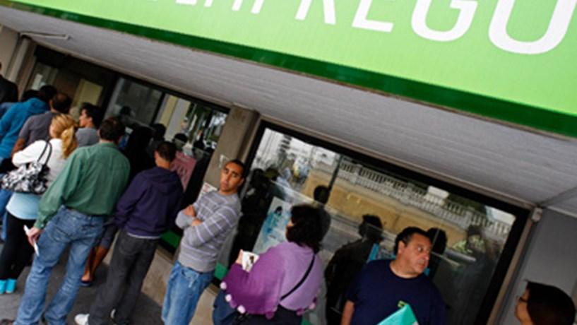 Taxa de desemprego sobe para 17,6% e já supera previsões para 2013
