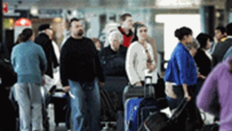 Greve nos aeroportos. Ministra vai reunir-se com sindicato do SEF