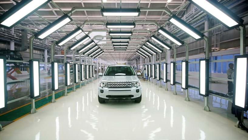 Jaguar Land Rover vai criar 10.000 postos de trabalho no Reino Unido