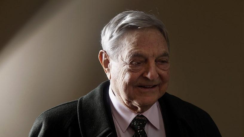 Soros diz que May não deverá manter-se no cargo e antecipa recuo de Wall Street