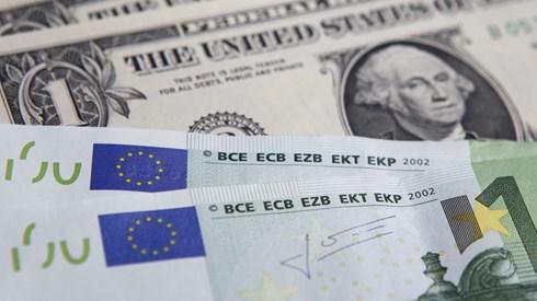 Euro dispara para máximos de Novembro com Macron à frente na primeira volta