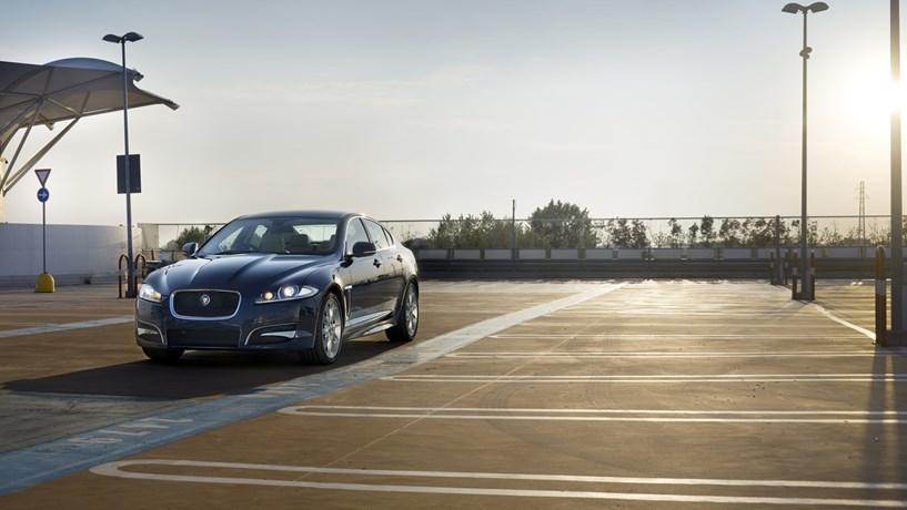 Jaguar pretende contratar 5.000 pessoas para a área dos carros autónomos e eléctricos