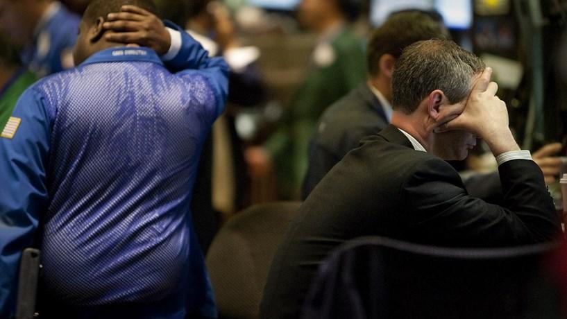 Energia e Apple pressionam Wall Street