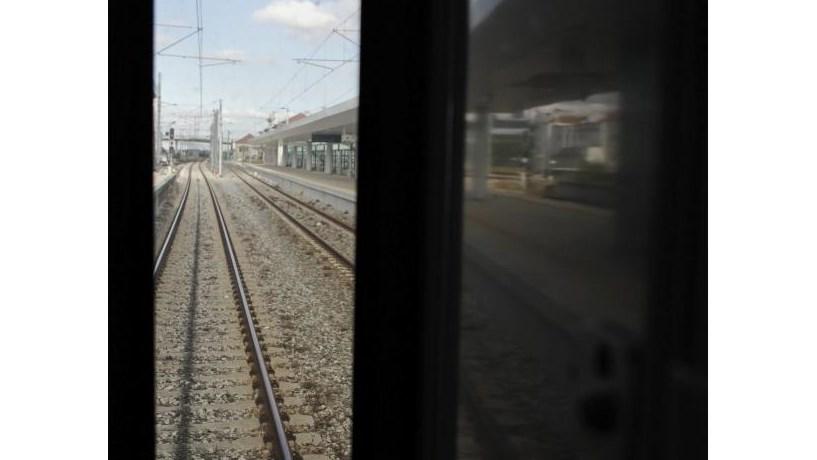 Investimento na ferrovia, escolas e hospitais abaixo de 300 milhões