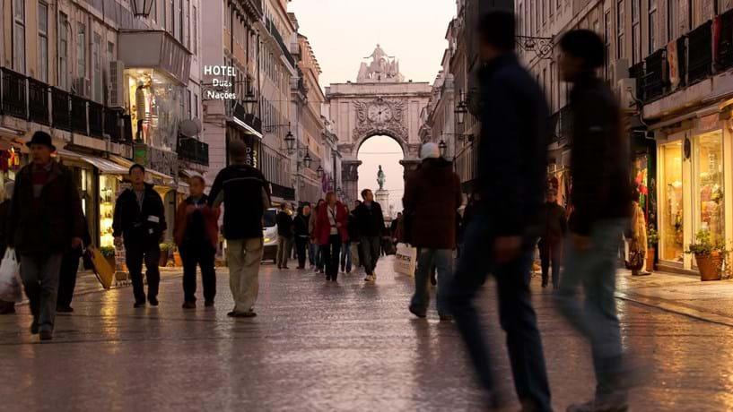 Dívida das famílias portuguesas recua em 2012 mas persiste acima de 100% do PIB