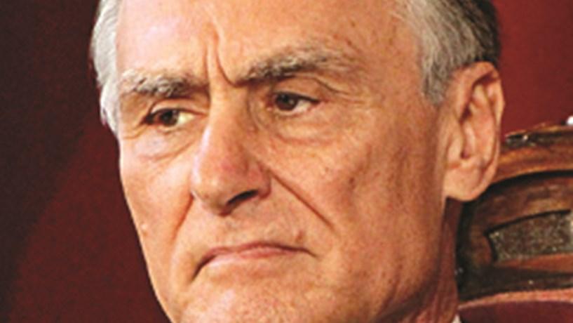 """Cavaco diz ao Constitucional que imposto sobre pensões mais altas é """"exorbitante"""""""