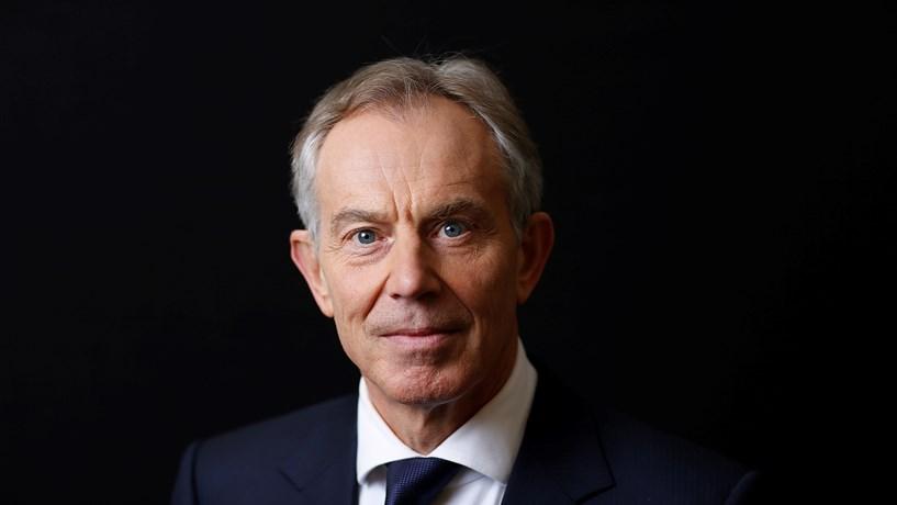 """Tony Blair apela aos britânicos que travem o Brexit, uma """"corrida para o precipício"""""""
