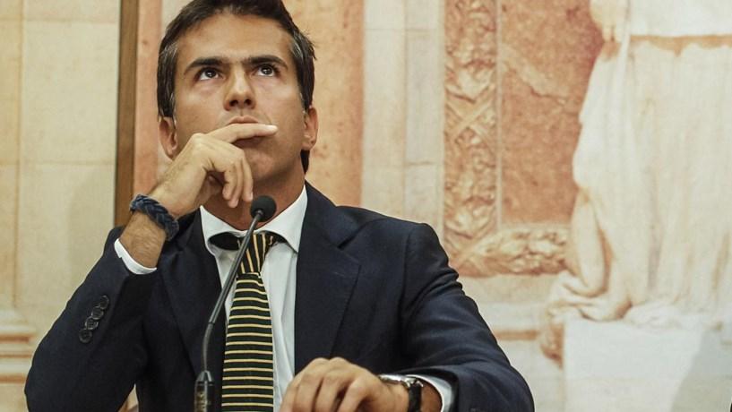 """CDS-PP recomenda ao Governo que deixe de revogar """"tudo o que mexe"""""""