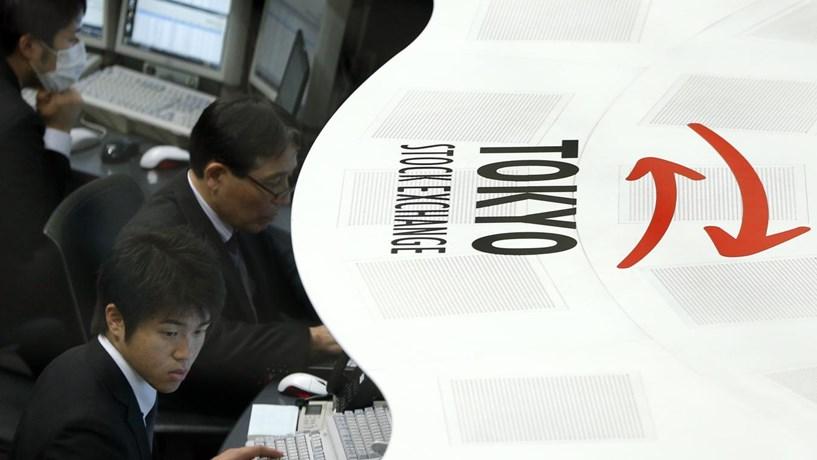 Acções mundiais em máximos, Nikkei supera os 20.000 pontos