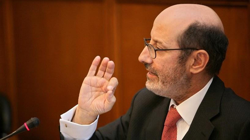 Manuel Sebastião vende 7.000 acções e ganha 178,82 euros