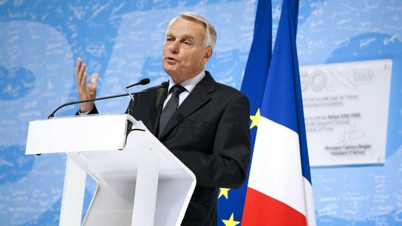 """Brexit: """"Falar de punição é lançar cortina de fumo"""", avisa Paris"""