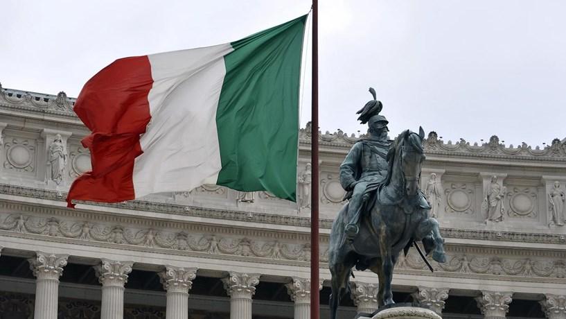 Itália pondera recapitalizar em cinco mil milhões bancos regionais