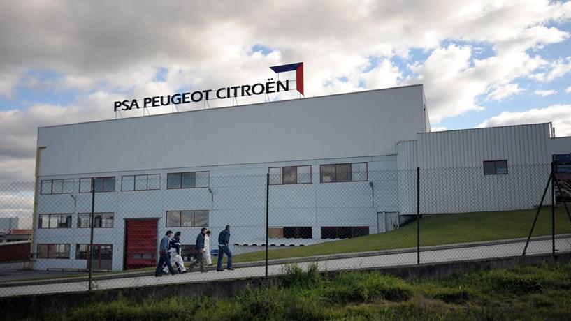 Turbulência nas bolsas pode adiar saída do Estado francês da Peugeot