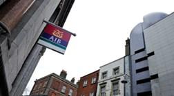 Irlanda encaixa 3.000 milhões com venda em bolsa de 25% de banco