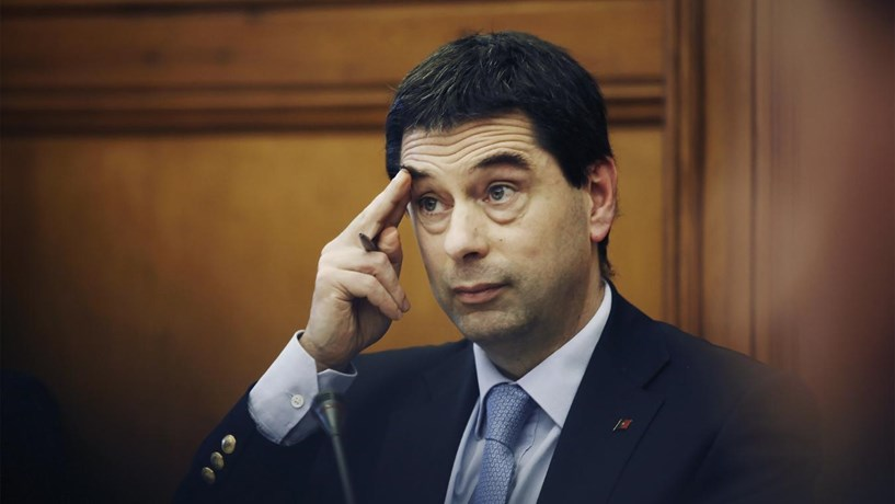 Portugal deve reforçar investimento e desagravar IRS, aconselha Vítor Gaspar