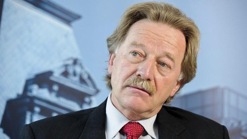"""Membro do BCE defende que maior descida dos juros """"implicaria aumento dos riscos"""""""
