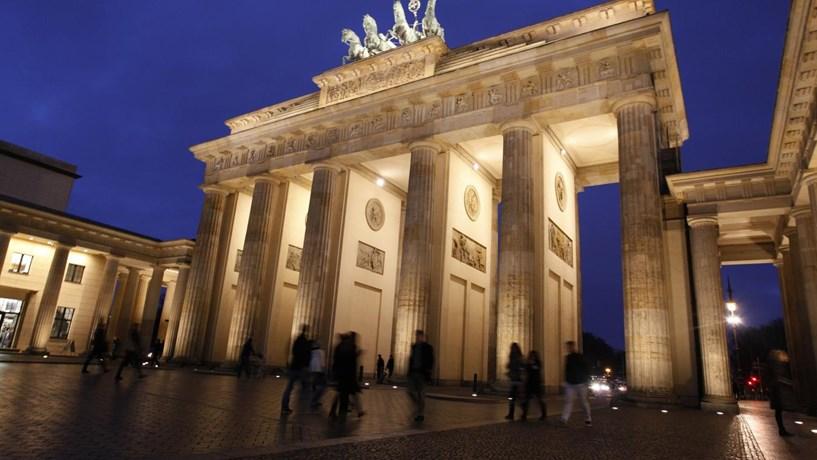 Desemprego na Alemanha atinge novo mínimo de 5,7%