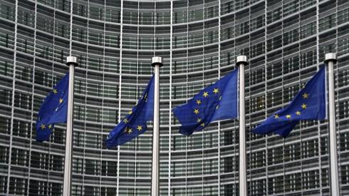 Bruxelas quer novas medidas fiscais para facilitar vendas online