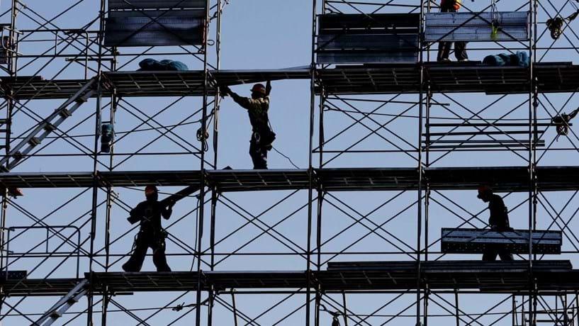 Queda da construção abranda em Agosto