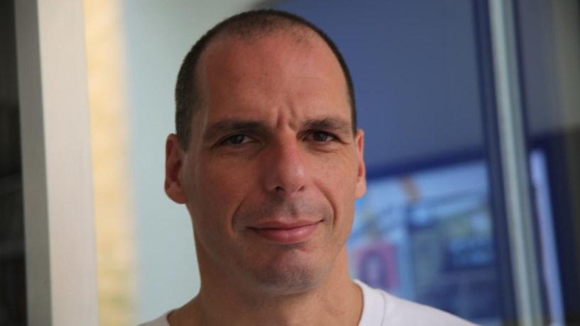 """Yanis Varoufakis: """"A dívida ainda é insustentável e terá de haver um novo perdão, mas só após as eleições alemãs"""""""