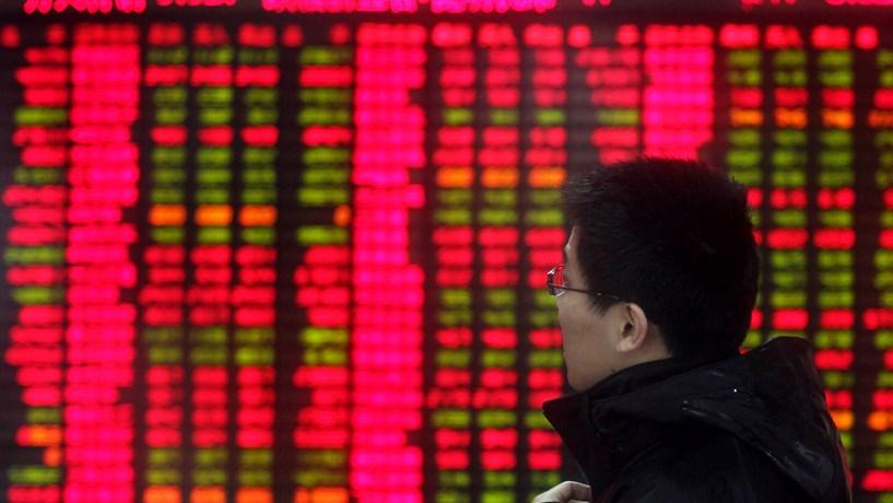 Bolsa chinesa afunda mais de 6% com sinais de fraca liquidez