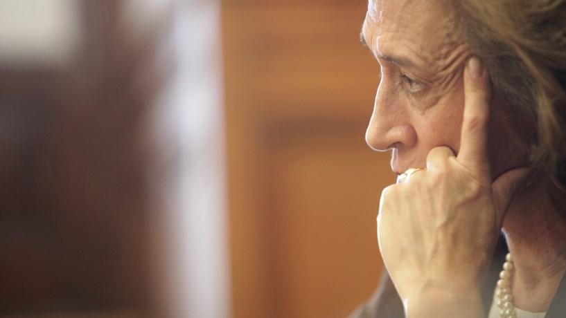 Ferreira Leite diz que saída limpa custa 25 vezes mais do que programa cautelar