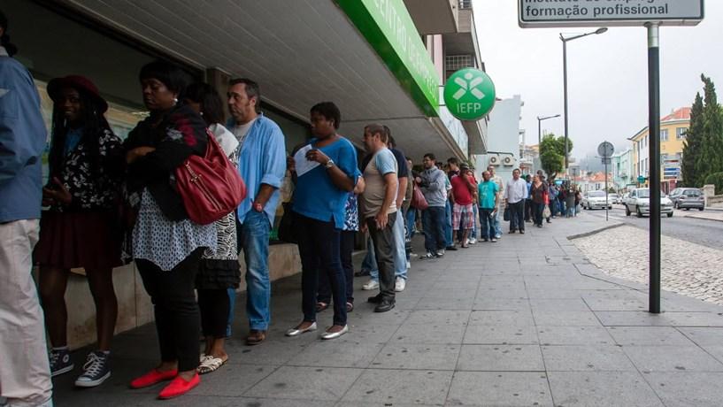 Desempregados nos centros de emprego com maior redução de sempre