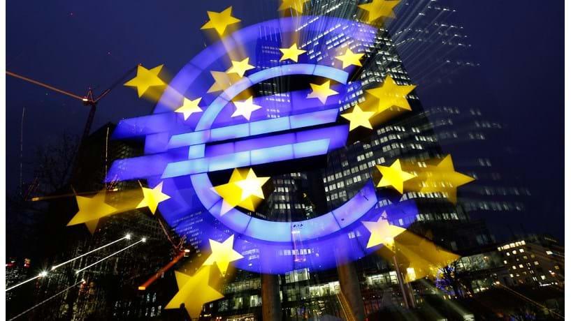 Euro em queda já negoceia em mínimos de Março de 2015