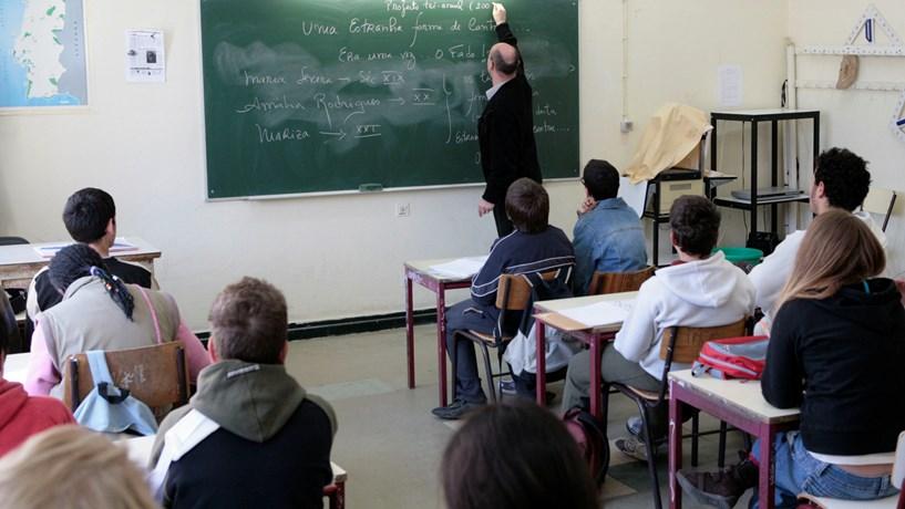 Fenprof quer 20 mil professores no quadro até 2019