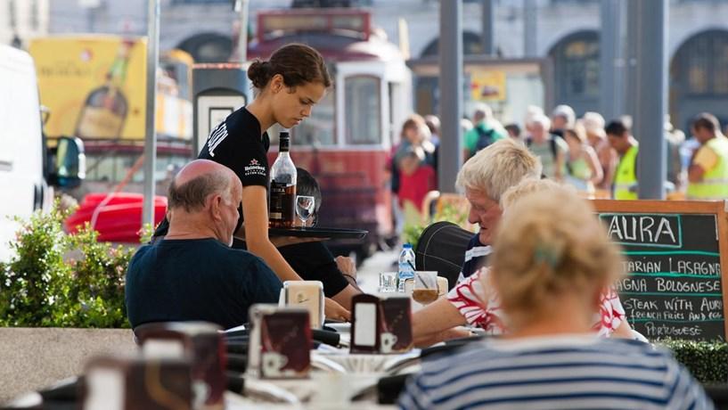 Turismo cresceu na UE, apesar das quebras em França e Reino Unido