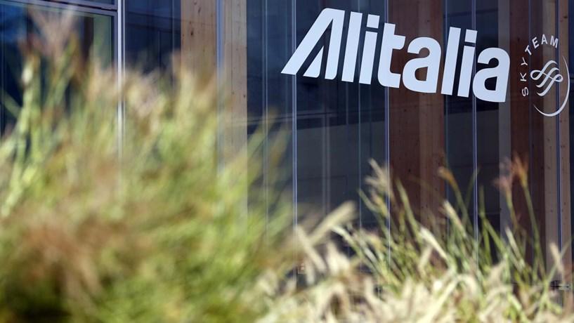 Alitalia pondera despedir até 2.000 pessoas
