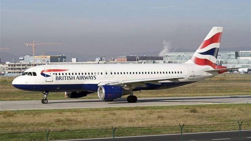 Dezenas de voos da British Airways continuam cancelados devido a falha informática