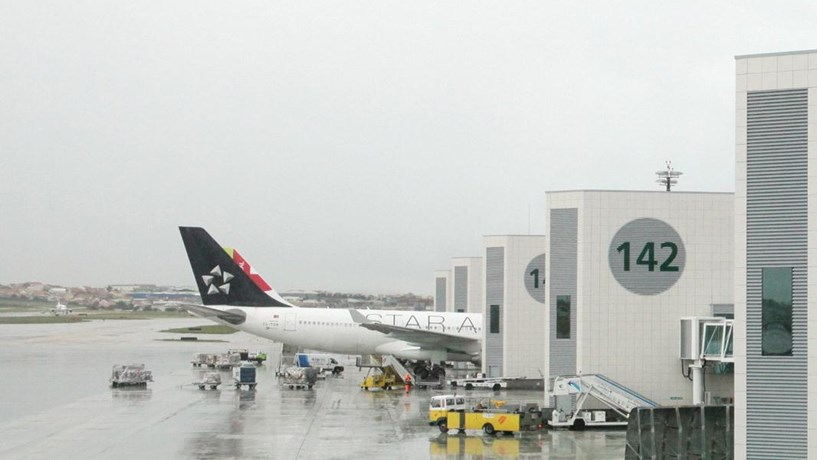 Nevoeiro em Lisboa cancela dois voos e faz divergir cinco para Faro e Porto