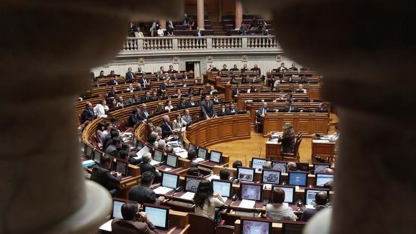 PS aponta problemas técnicos aos diplomas do PSD sobre a Caixa