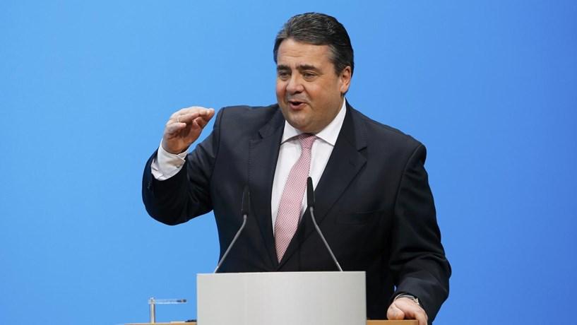 """Vice de Merkel ataca gestão do Deutsche Bank. """"Não sei se ria ou se chore"""""""