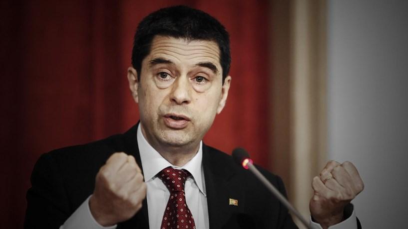 Vítor Gaspar insiste na necessidade de reestruturar dívida grega