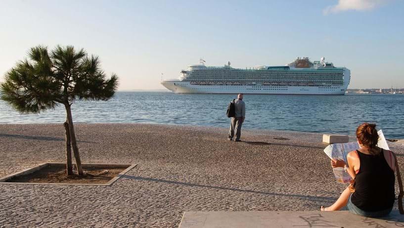 Mais cruzeiros e passageiros em Outubro em Lisboa
