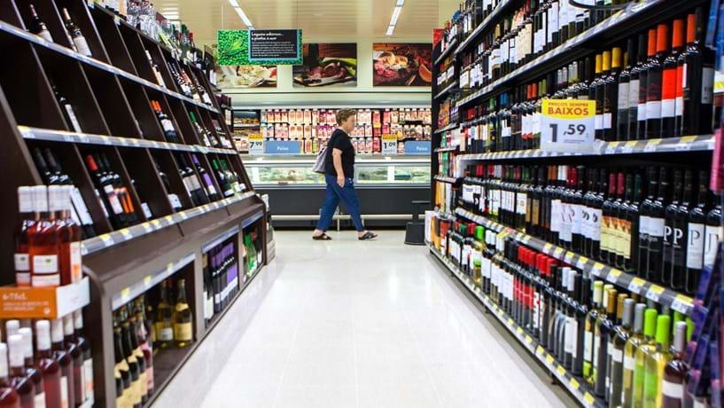 Portugueses estão a levar menos quantidade e a gastar mais nas compras da casa
