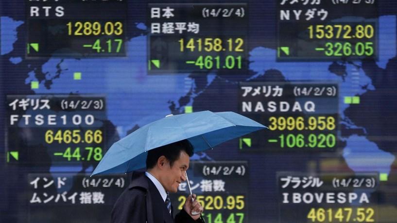 Bolsa chinesa encerra em alta à boleia da subida dos preços das casas