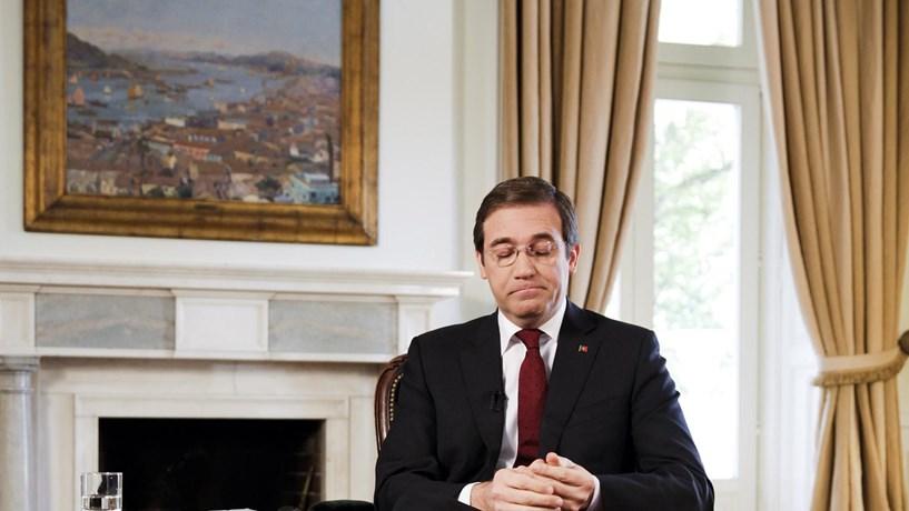 Passos Coelho pede maioria absoluta para si ou para o PS