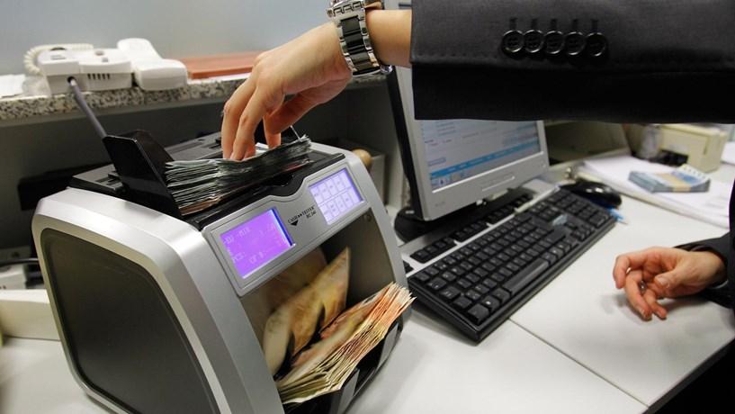 """Regulador vê """"incentivos"""" à venda irregular de produtos financeiros"""