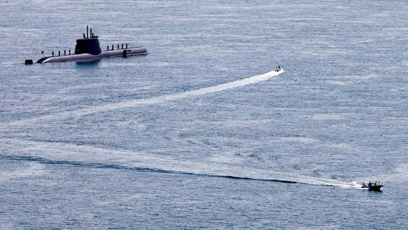 Austrália assina acordo com França para a compra de 12 submarinos