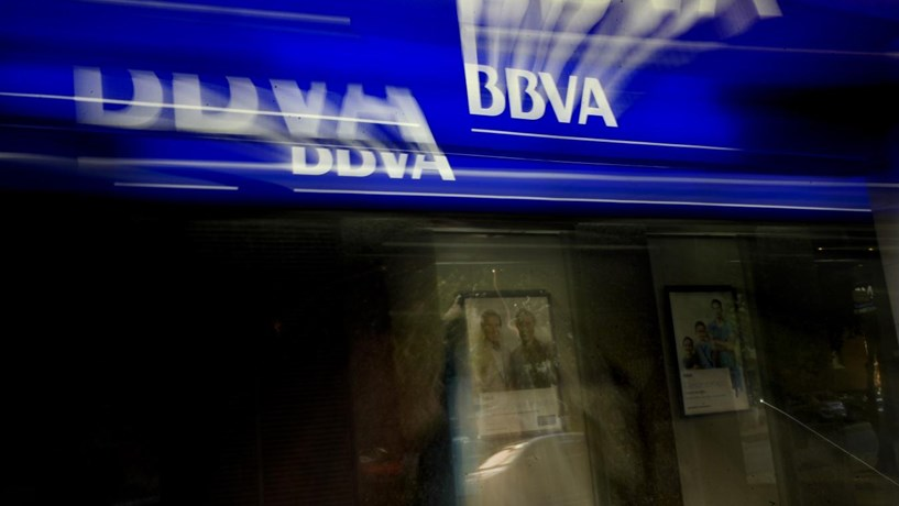 BBVA supera estimativas com lucros de 965 milhões de euros