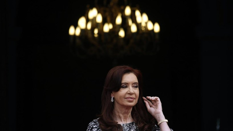 Ex-presidente argentina Cristina Kirchner acusada em caso de corrupção