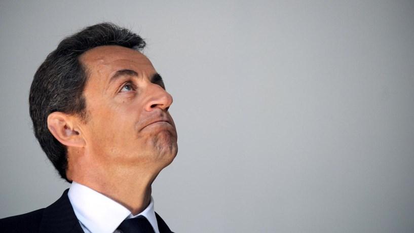 Sarkozy reconhece derrota nas primárias e apoia Fillon para presidente de França