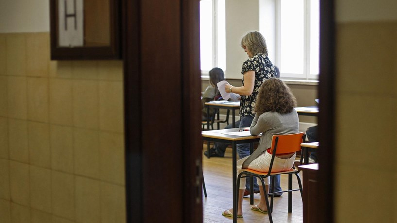 Escolas começam na sexta-feira a receber professores para combater insucesso