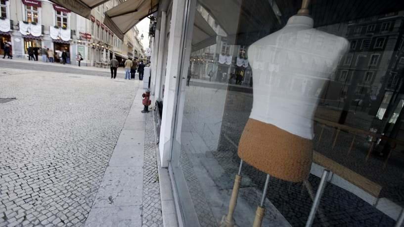 Portugal lidera queda das vendas a retalho na UE