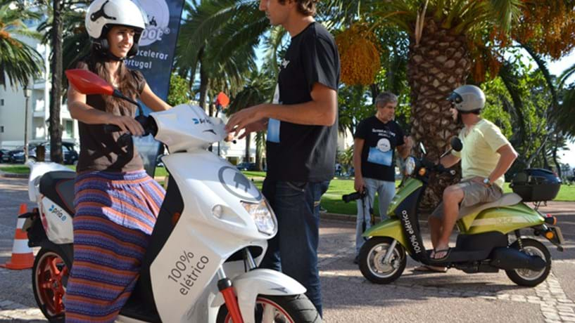 A U-scoot promove as vantagens de usar scooter