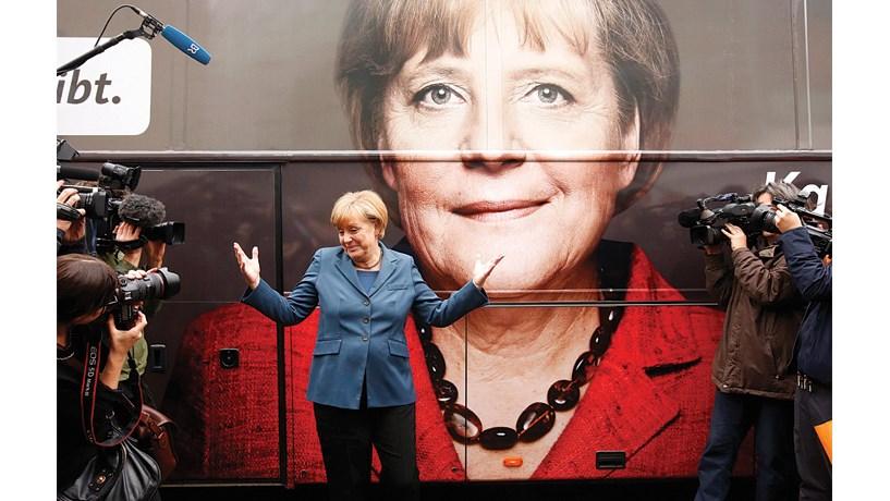 Merkel reeleita presidente da CDU com 89,5% dos votos