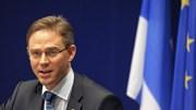 """Katainen: """"Não comentamos 'ratings'. Mas o rácio da dívida pública sobre o PIB deverá baixar nos próximos anos"""""""